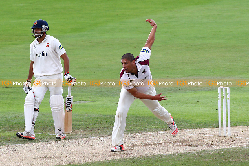 Rory Kleinveldt in bowling action for Northamptonshire CCC