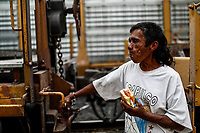 """Jesus Emmanuel Diaz rubio de Nicaragua come un emparedado al bajar en la estación. De tren de Hermosillo Sonora.<br />  <br /> Emmanuel forma parte de un, contingente de 600 personas que conforman la caravana del Migrante su mayoría de origen centroamericano, arribaron a bordo del tren conocido como """"La Bestia"""", provienen de la frontera Sur del País y con rumbo a la ciudad de Mexicali donde continuaran el viaje hasta Tijuana.<br /> La caravana tiene como objetivo solicitar <br /> asilo a Estados Unidos y algunos integrantes piensan solicitar una visa humanitaria en Mexico para laborar en los campos de Sonora y Baja California.<br /> Jesus Emmanuel Diaz rubio de Nicaragua come un emparedado al bajar en la estación. De tren de Hermosillo Sonora.<br />  <br /> Emmanuel forma parte de un, contingente de 600 personas que conforman la caravana del Migrante su mayoría de origen centroamericano, arribaron a bordo del tren conocido como """"La Bestia"""", provienen de la frontera Sur del País y con rumbo a la ciudad de Mexicali donde continuaran el viaje hasta Tijuana.<br /> La caravana tiene como objetivo solicitar <br /> asilo a Estados Unidos y algunos integrantes piensan solicitar una visa humanitaria en Mexico para laborar en los campos de Sonora y Baja California.<br /> (Photo: NortePhoto/Luis Gutierrez)"""