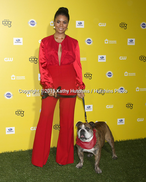 "LOS ANGELES - JAN 10:  Regina Hall, Zeuss at the CW Network presents ""World Dog Awards"" at a Barker Hanger on January 10, 2015 in Santa Monica, CA"