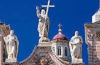 Malta, Mellieha: Statuen und Turm, der Dorfkirche | Malta, Mellieha: Statues and tower of the village church