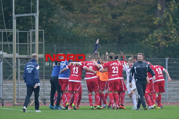 05.10.2014, Platz 11, Bremen, GER, RLN, Werder Bremen II vs Goslarer SC 08, im Bild Jubel bei Goslar nach dem Spiel<br /> <br /> Foto &copy; nordphoto / Frisch