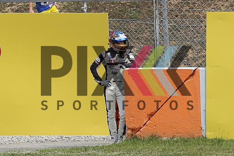 Barcelona, 10.05.15, Motorsport, Porsche Mobil 1 Supercup 2015 : Ausfall in der 1. Runde, Sven M&uuml;ller (Lechner Racing Middle East, #04)<br /> <br /> Foto &copy; P-I-X.org *** Foto ist honorarpflichtig! *** Auf Anfrage in hoeherer Qualitaet/Aufloesung. Belegexemplar erbeten. Veroeffentlichung ausschliesslich fuer journalistisch-publizistische Zwecke. For editorial use only.