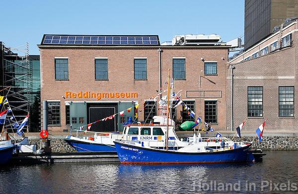 Nederland Den Helder 2015. De voormalige rijkswerf Willemsoord, ook wel Oude Rijkswerf genoemd, is sinds het terugtrekken van de Koninklijke Marine naar nieuwe werflocatie in Den Helder omgevormd tot een nautisch themapark. Ingang van het Reddingmuseum