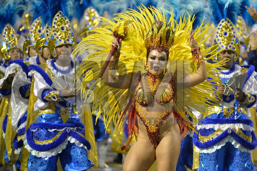 SÃO PAULO, SP, 10.02.2017  - CARNAVAL-SP - Rainha de Bateria Andréa Capitulino da escola de samba Tatuapé durante desfile do Grupo Especial do Carnaval de São Paulo, no Sambódromo do Anhembi em Sao Paulo, na madrugada deste sabado, 10. (Foto: Levi Bianco/Brazil Photo Press)