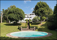 BNPS.co.uk (01202 558833)<br /> Pic: French+Tye/BNPS<br /> <br /> ***Only use in relation to book***<br /> <br /> The architect behind High & Over House, Buckinghamshire was Amyas Connell.<br /> <br /> Stunning images of Britain's most striking and iconic modernist homes have been showcased in a new book.<br /> <br /> The Modern House offers a glimpse into the world of contemporary design and the groundbreaking ideas that have helped shape the UK's residential landscape.<br /> <br /> The 190 colour and black and white pictures include previously unseen interiors and conversions.