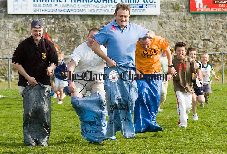 Ken Butler leads the field in this dads bag race during the Ennis RFC End of Season Barbeque and Fun Day. Photograph by John Kelly.