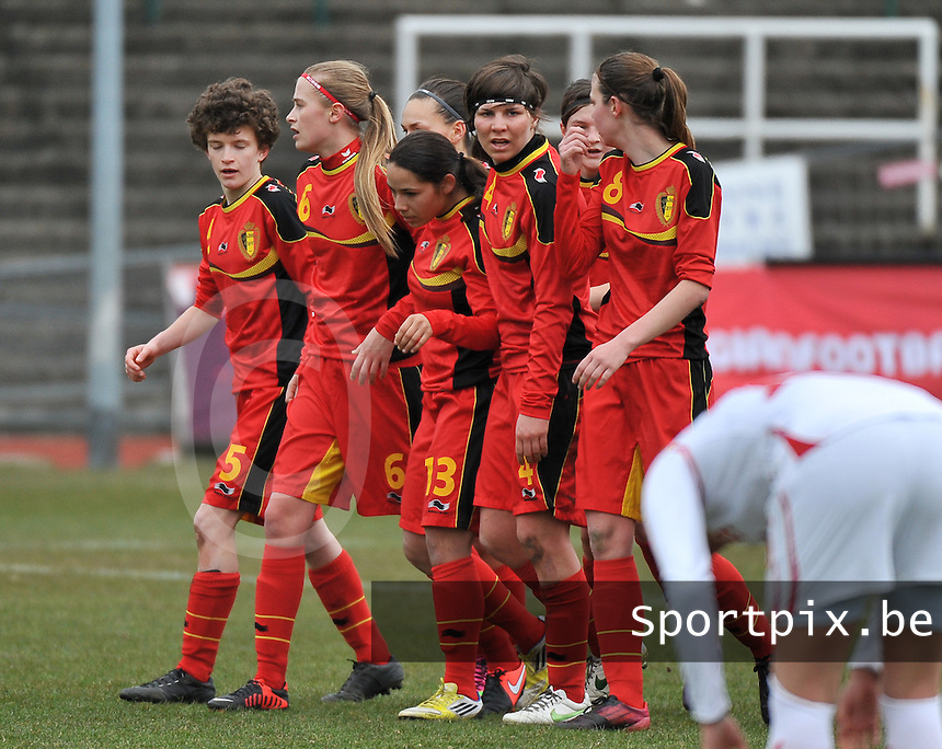 Belgium U19 - Switzerland U19 : Lola Wajnblum (13) scores de 1-0 for Belgium and celebrates with teammates.foto DAVID CATRY / Nikonpro.be