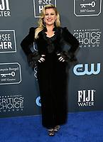 12 January 2020 - Santa Monica, California - Kelly Clarkson. 25th Annual Critici's Choice Awards held at Barker Hangar. Photo Credit: Birdie Thompson/AdMedia