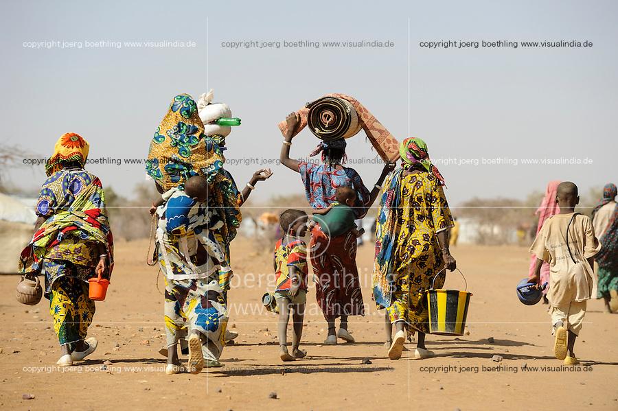 BURKINA FASO Dori, malian refugees, mostly Touaregs, in refugee camp Goudebo of UNHCR, they fled due to war and islamist terror in Northern Mali /BURKINA FASO Dori , malische Fluechtlinge, vorwiegend Tuaregs, im Fluechtlingslager Goudebo des UN Hilfswerks UNHCR, sie sind vor dem Krieg und islamistischem Terror aus ihrer Heimat in Nordmali geflohen - WEITERE MOTIVE ZU DIESEM THEMA SIND VORHANDEN!! MORE PICTURES ON THIS SUBJECT AVAILABLE!!