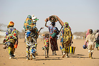 BURKINA FASO Dori, malian refugees, mostly Touaregs, in refugee camp Goudebo of UNHCR, they fled due to war and islamist terror in Northern Mali /BURKINA FASO Dori , malische Fluechtlinge, vorwiegend Tuaregs, im Fluechtlingslager Goudebo des UN Hilfswerks UNHCR, sie sind vor dem Krieg und islamistischem Terror aus ihrer Heimat in Nordmali geflohen - WEITERE MOTIVE ZU DIESEM THEMA SIND VORHANDEN!! MORE PICTURES ON THIS SUBJECT AVAILABLE!!
