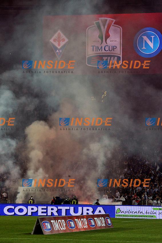 Fumogeni sugli spalti <br /> Roma 03-05-2014 Stadio Olimpico - Football Calcio 2013/2014 Italy Cup Final, Finale Coppa Italia, Fiorentina - Napoli, Foto Andrea Staccioli / Insidefoto