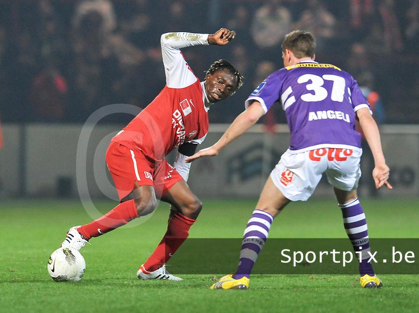 KV Kortrijk - Beerschot AC : Ernest Nfor aan de bal.foto VDB / BART VANDENBROUCKE