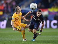 FUSSBALL CHAMPIONS LEAGUE  SAISON 2015/2016 VIERTELFINAL RUECKSPIEL Atletico Madrid - FC Barcelona       13.04.2016 Koke (re, Atletico Madrid) steigt hart gegen Andres Iniesta (Barca) ein
