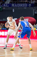 Real Madrid's Jonas Maciulis and Khimki Moscow's Zoran Dragic during Euroleague match at Barclaycard Center in Madrid. April 07, 2016. (ALTERPHOTOS/Borja B.Hojas) /NortePhoto