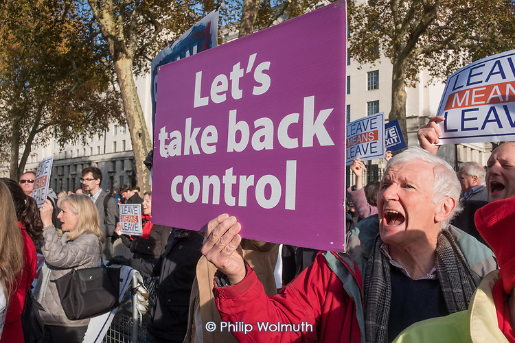 Pro-Brexit protesters demonstrate outisde a critical Downing Street Brexit Cabinet meeting, Whitehall, Westminster London.