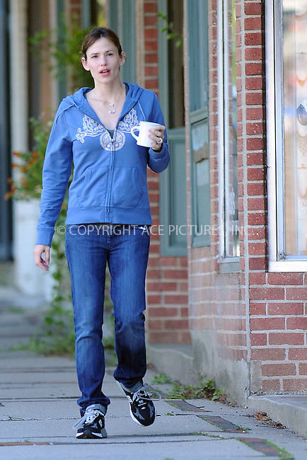 WWW.ACEPIXS.COM . . . . . ....October 11 2009, Boston....Actress Jennifer Garner seen near her home on October 11 2009 in Boston, MA....Please byline: KRISTIN CALLAHAN - ACEPIXS.COM.. . . . . . ..Ace Pictures, Inc:  ..tel: (212) 243 8787 or (646) 769 0430..e-mail: info@acepixs.com..web: http://www.acepixs.com