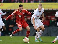 FUSSBALL   1. BUNDESLIGA  SAISON 2012/2013   16. Spieltag FC Augsburg - FC Bayern Muenchen         08.12.2012 Franck Ribery (li, FC Bayern Muenchen) gegen Kevin Voigt (FC Augsburg)