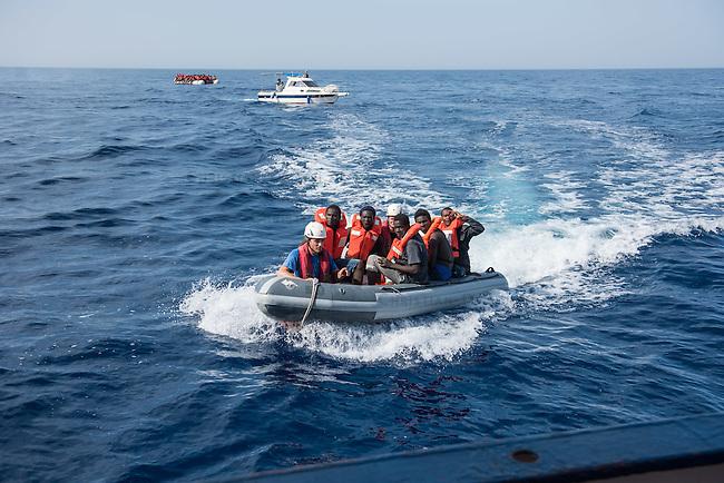 Sea Watch-2.<br /> Die Sea Watch-2 bei ihrer 13. SAR-Mission vor der libyschen Kueste.<br /> Im Bild: Gefluechtete werden zur Sea Watch-2 gebracht.<br /> 21.10.2016, Mediterranean Sea<br /> Copyright: Christian-Ditsch.de<br /> [Inhaltsveraendernde Manipulation des Fotos nur nach ausdruecklicher Genehmigung des Fotografen. Vereinbarungen ueber Abtretung von Persoenlichkeitsrechten/Model Release der abgebildeten Person/Personen liegen nicht vor. NO MODEL RELEASE! Nur fuer Redaktionelle Zwecke. Don't publish without copyright Christian-Ditsch.de, Veroeffentlichung nur mit Fotografennennung, sowie gegen Honorar, MwSt. und Beleg. Konto: I N G - D i B a, IBAN DE58500105175400192269, BIC INGDDEFFXXX, Kontakt: post@christian-ditsch.de<br /> Bei der Bearbeitung der Dateiinformationen darf die Urheberkennzeichnung in den EXIF- und  IPTC-Daten nicht entfernt werden, diese sind in digitalen Medien nach &sect;95c UrhG rechtlich geschuetzt. Der Urhebervermerk wird gemaess &sect;13 UrhG verlangt.]