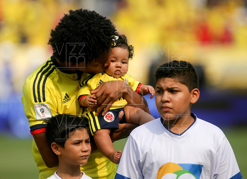 BARRANQUILLA - COLOMBIA -29-03-2016: Juan Cuadrado de Colombia durante los actos protocolarios previo al partido entre Colombia y Ecuador de la fecha 6 para la clasificación sudamericana a la Copa Mundial de la FIFA Rusia 2018 jugado en el estadio Metropolitano Roberto Melendez en Barranquilla./  Juan Cuadrado of Colombia during the formal events prior a match between Colombia and Ecuador of the date 6 for the qualifier to FIFA World Cup Russia 2018 played at Metropolitan stadium Roberto Melendez in Barranquilla. Photo: VizzorImage / Ivan Valencia / Cont