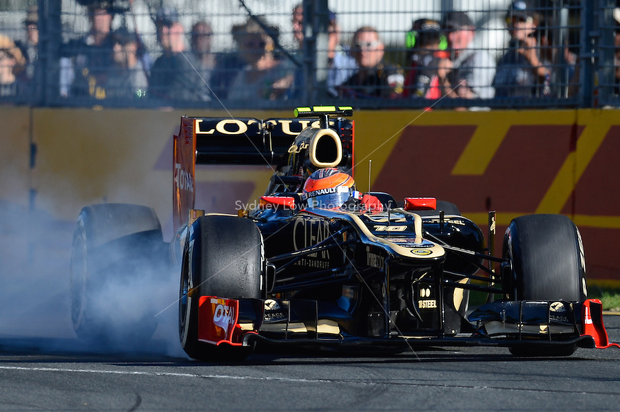 MELBOURNE, 17 March - Romain Grosjean of the Lotus F1 Team locks up a tyre during qualifying for the 2012 Formula One Australian Grand Prix at the Albert Park Circuit in Melbourne, Australia. (Photo Sydney Low / syd-low.com)