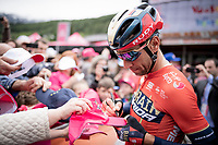 Vincenzo Nibali (ITA/Bahrain-Merida) making some kids happy at the start<br /> <br /> Stage 17: Commezzadura (Val di Sole) to Anterselva/Antholz (181km)<br /> 102nd Giro d'Italia 2019<br /> <br /> ©kramon
