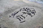A Palestinian man creates a sand sculpture of the late Palestinian leader Yasser Arafat to mark the 11th anniversary of his death, at the beach of Gaza city, on November 10, 2015. Photo by Stringer