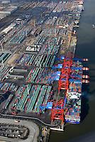Container: EUROPA, DEUTSCHLAND, HAMBURG, (EUROPE, GERMANY), 10.03.2007: Container, Verladung, Containerverladung Predoehlkai Hamburger Hafen, HHLA Container Terminal Euro Kai, Elbe, Schiff, Seeschiff, Containerschiff, Logistik, Transport, Wirtschaft, Boom, Schatten, Elbe,  Aufwind-Luftbilder, Liegeplatz, Ausbau, Umbau.c o p y r i g h t : A U F W I N D - L U F T B I L D E R . de.G e r t r u d - B a e u m e r - S t i e g 1 0 2, .2 1 0 3 5 H a m b u r g , G e r m a n y.P h o n e + 4 9 (0) 1 7 1 - 6 8 6 6 0 6 9 .E m a i l H w e i 1 @ a o l . c o m.w w w . a u f w i n d - l u f t b i l d e r . d e.K o n t o : P o s t b a n k H a m b u r g .B l z : 2 0 0 1 0 0 2 0 .K o n t o : 5 8 3 6 5 7 2 0 9.C o p y r i g h t n u r f u e r j o u r n a l i s t i s c h Z w e c k e, keine P e r s o e n l i c h ke i t s r e c h t e v o r h a n d e n, V e r o e f f e n t l i c h u n g  n u r  m i t  H o n o r a r  n a c h M F M, N a m e n s n e n n u n g  u n d B e l e g e x e m p l a r !.