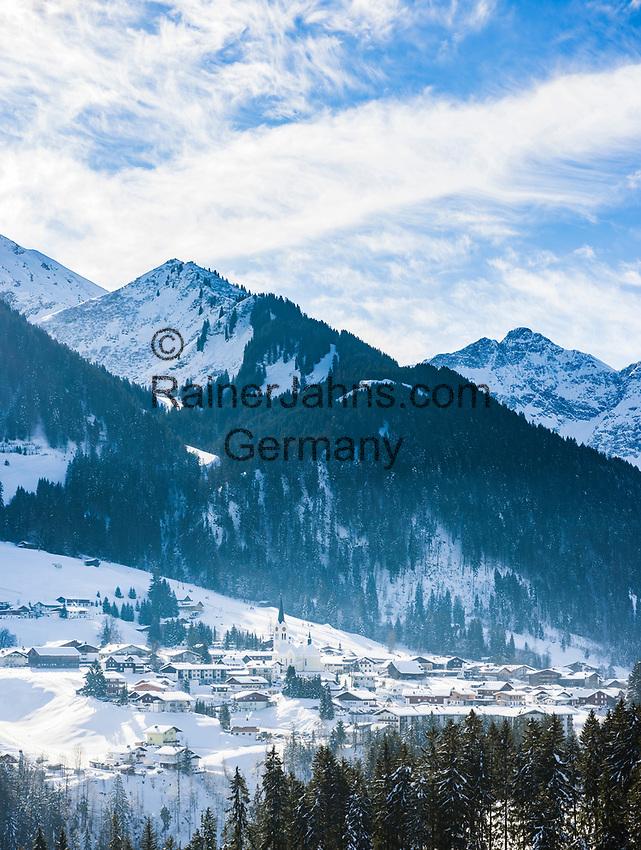 Austria, Vorarlberg, Kleinwalsertal, Riezlern: with Allgaeu Alps   Oesterreich, Vorarlberg, Kleinwalsertal, Riezlern: im Hintergrund die Allgaeuer Alpen