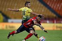 MEDELLÍN - COLOMBIA, 04-11-2017: Leonardo Castro (Der) jugador del Medellín disputa el balón con Fredy Florez (Izq) de Alianza P durante el partido entre Independiente Medellín y Alianza Petrolera por la fecha 19 de la Liga Águila II 2017 jugado en el estadio Atanasio Girardot de la ciudad de Medellín. / Leonardo Castro (R) player of Medellin vies for the ball with Fredy Florez (L) player of Alianza P during match between Independiente Medellin and Alianza Petrolera for the date 19 of the Aguila League II 2017 played at Atanasio Girardot stadium in Medellin city. Photo: VizzorImage/ León Monsalve / Cont