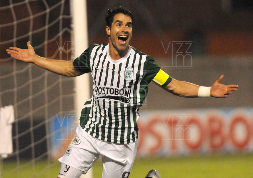 MEDELLIN -COLOMBIA-21-11-2013. Juan Pablo Angel del Atletico Nacional celebra su gol  contra el Itagui durante partido de los cuadrangulares finales de la Liga Postobon 2013 realizado en el estadio Polideportivo Sur ./  Juan Pablo Angel ofNational Atletico  celebrates his goal against Itagui during the quadrangular match League finals Postob—n 2013 held in Plideportivo Sur  Stadium.  Photo:VizzorImage / Luis Rios / Stringer