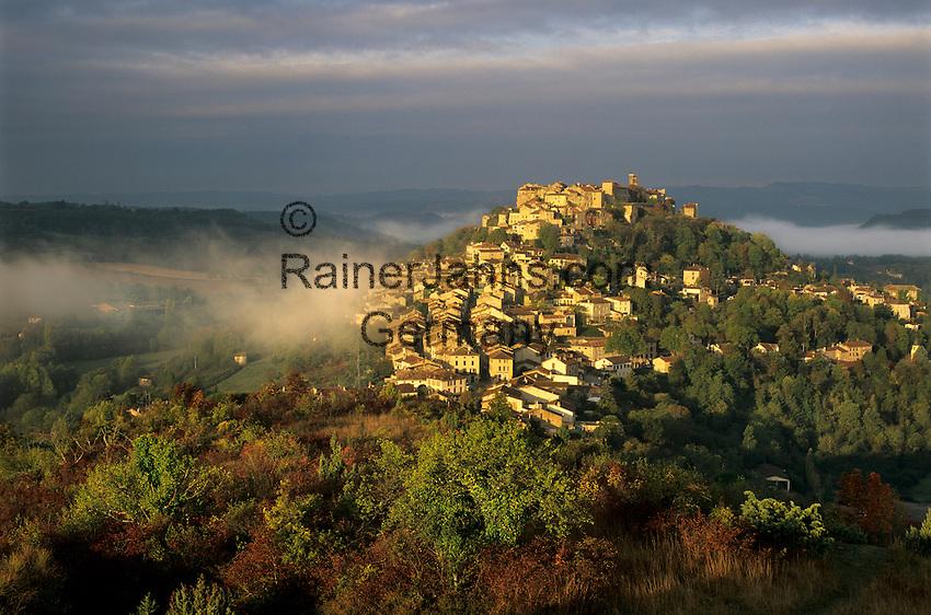 France, Midi-Pyrénées, Département Tarn, Cordes-sur-Ciel: Morning view over misty hill town | Frankreich, Midi-Pyrénées, Département Tarn, Cordes-sur-Ciel: beliebtes Touristenziel im Morgennebel