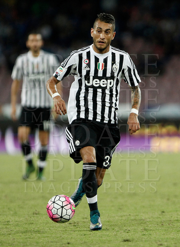 Calcio, Serie A: Napoli vs Juventus. Napoli, stadio San Paolo, 26 settembre 2015. <br /> Juventus&rsquo; Roberto Pereyra in action during the Italian Serie A football match between Napoli and Juventus at Naple's San Paolo stadium, 26 September 2015.<br /> UPDATE IMAGES PRESS/Isabella Bonotto<br /> <br /> *** ITALY AND GERMANY OUT ***