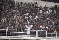 SANTOS, SP, 26.07.2017 - SANTOS-FLAMENGO -  Torcida do Flamengo durante partida contra o Flamengo jogo válido pelas quartas de final da Copa do Brasil 2017 no estádio Urbano Caldeira, Vila Belmiro, em Santos, nesta quarta, 26.(Foto: Guilherme Kastner/Brazil Photo Press)