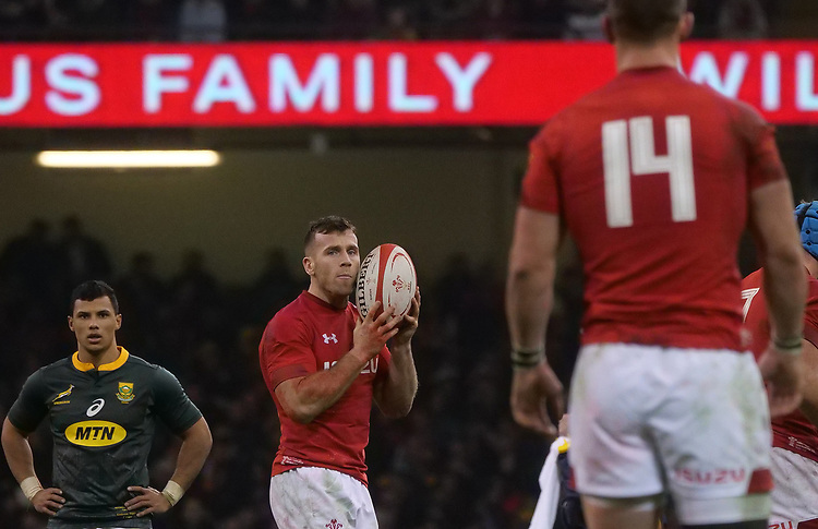 Wales' Gareth Davies shouts instructions to team mate George North<br /> <br /> Photographer Ian Cook/CameraSport<br /> <br /> Under Armour Series Autumn Internationals - Wales v South Africa - Saturday 24th November 2018 - Principality Stadium - Cardiff<br /> <br /> World Copyright © 2018 CameraSport. All rights reserved. 43 Linden Ave. Countesthorpe. Leicester. England. LE8 5PG - Tel: +44 (0) 116 277 4147 - admin@camerasport.com - www.camerasport.com