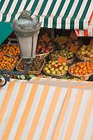 Europe/France/06/Alpes-Maritimes/Nice: Etal de fruits sur le Marché du Cours Saleya