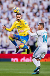 Alberto Aquilani of UD Las Palmas (L) fights for the ball with Carlos Henrique Casemiro of Real Madrid (R) during the La Liga 2017-18 match between Real Madrid and UD Las Palmas at Estadio Santiago Bernabeu on November 05 2017 in Madrid, Spain. Photo by Diego Gonzalez / Power Sport Images