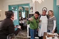 Europe/France/Nord-Pas-de-Calais/59/Nord/Godewaersvelde: Pierrot de Lille et ses clients à l' Estaminet du Centre