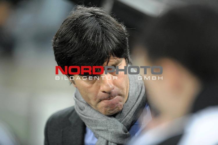 Fussball, L&auml;nderspiel, WM 2010 Qualifikation Gruppe 4 in M&ouml;nchengladbach ( Borussia Park ) <br />  Deutschland (GER) vs. Wales ( GB ) 1:0 ( 0:0 )<br /> <br /> Joachim Loew (L&ouml;w) - ( Germany / Trainer / Coach / ) nachdenklich <br /> <br /> Foto &copy; nph (  nordphoto  )<br />  *** Local Caption ***