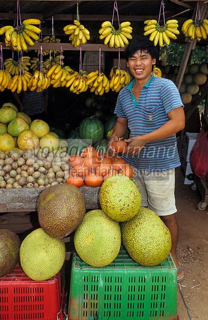 Asie/Malaisie/Env de Seremban: Marchand de fruits et primeurs au marché