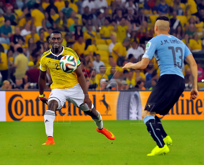 RIO DE JANEIRO - BRASIL -28-06-2014. Jackson Martinez (#21) jugador de Colombia (COL) disputa un balón con Jose Gimenez (#13) jugador de Uruguay (URU) durante partido de los octavos de final por la Copa Mundial de la FIFA Brasil 2014 jugado en el estadio Maracaná de Río de Janeiro./ Jackson Martinez (#21) player of Colombia (COL) fights the ball with Jose Gimenez (#13) player of Uruguay (URU) during the match of the Round of 16 for the 2014 FIFA World Cup Brazil played at Maracana stadium in Rio do Janeiro. Photo: VizzorImage / Alfredo Gutiérrez / Contribuidor