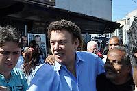 SÃO PAULO, SP, 26 DE AGOSTO DE 2012 - ELEIÇÕES 2012 - CELSO RUSSOMANO: O candidato do PRB a prefeitura de São Paulo Celso Russomano na companhia de Campos Machado (c) realizou na manhã deste domingo (26) uma visita ao comércio do Jardim Orly, zona sul da capital. FOTO: LEVI BIANCO - BRAZIL PHOTO PRESS