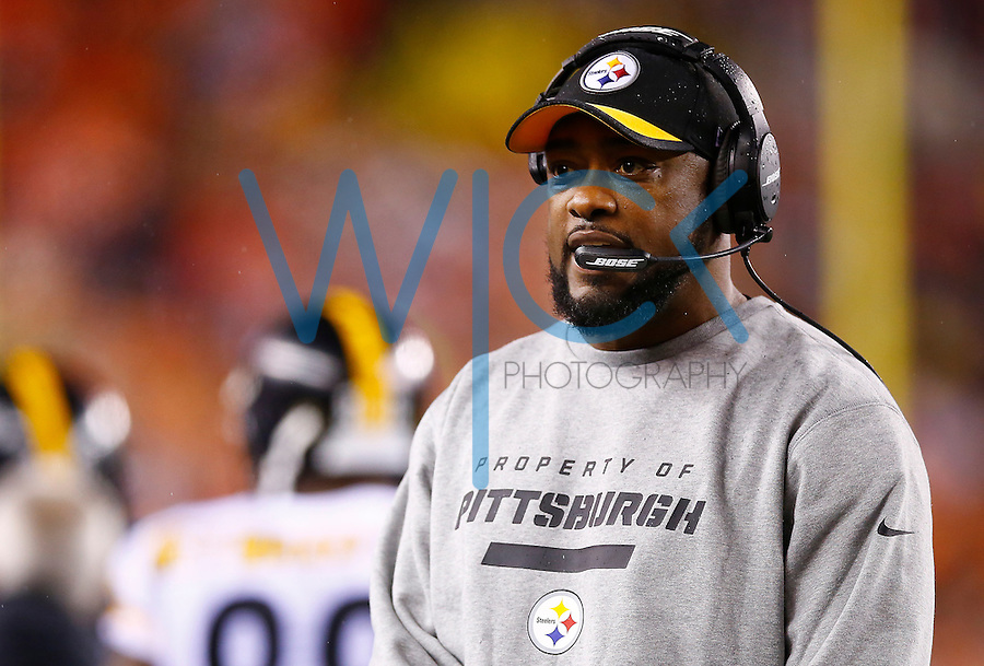 Head coach Mike Tomlin of the Pittsburgh Steelers looks on against the Cincinnati Bengals during the Wild Card playoff game at Paul Brown Stadium on January 9, 2016 in Cincinnati, Ohio. (Photo by Jared Wickerham/DKPittsburghSports)