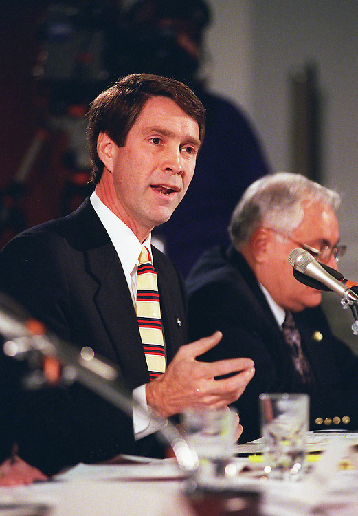 3/6/98.MEDICARE COMMISSION--Bill Frist,R-Tenn.,makes his opening statement at the first meeting of the National Commission on the Future of Medicare..CONGRESSIONAL QUARTERLY PHOTO BY DOUGLAS GRAHAM
