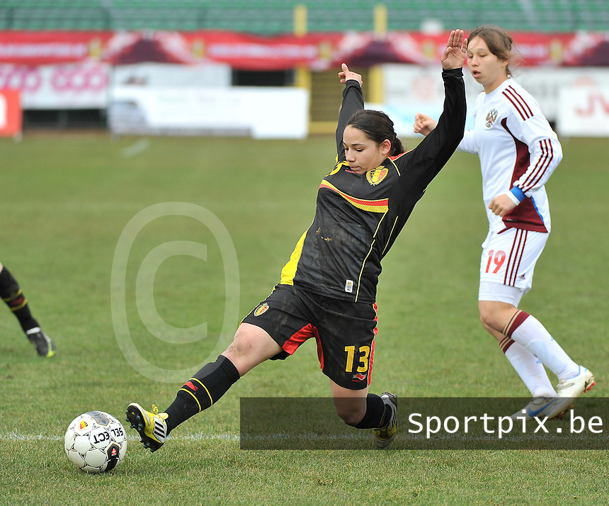 Russia U19 - Belgium U19 : Lola Wajnblum in between the Russian Defense with  Alena Zhizhova (19).foto DAVID CATRY / Nikonpro.be