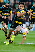 9th September 2017, Franklins Gardens, Northampton, England; Aviva Premiership Rugby, Northampton Saints versus Leicester Tigers; Tom Collins of Northampton Saints breaks the Tigers' defence before scoring a try