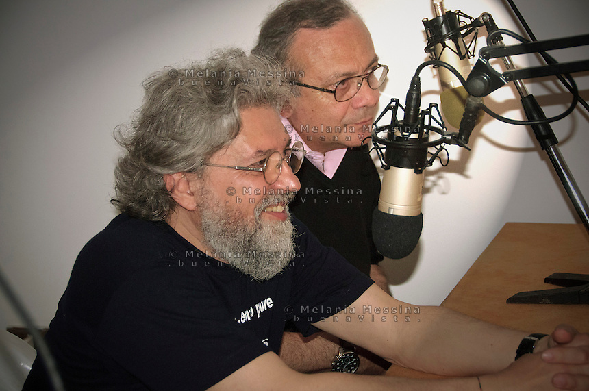 Radio 100 passi a Cinisi nella casa confiscata al boss Badalamenti:Danilo Sulis e Giovanni impastato.<br /> Danilo Sulis and Giovanni Impastato on air with 100 passi radio