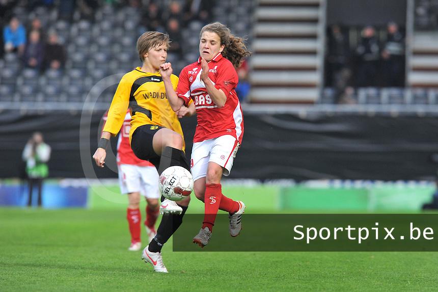 Bekerfinale 2012 : WD Lierse SK - Standard Femina :.duel tussen Niki De Cock en Davina Philtjens.foto David Catry / Joke Vuylsteke / Vrouwenteam.be