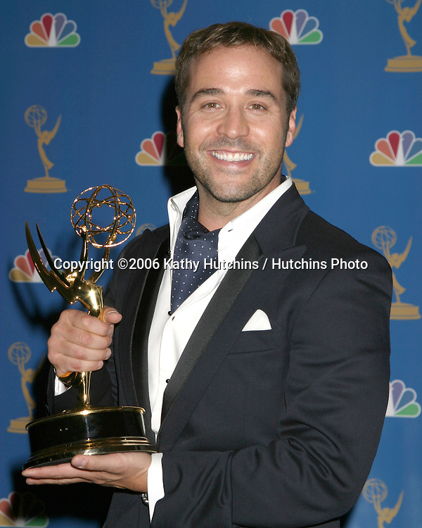 Jeremy Piven.58th Primetime Emmy Awards.Shrine Auditorium.Los Angeles, CA.August 27, 2006.©2006 Kathy Hutchins / Hutchins Photo....                 i
