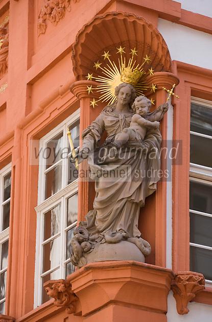 Europe/Allemagne/Bade-Würrtemberg/Heidelberg: Vierge de la Sainte - Trinité sur la maison Meder dans la rue principale Hauptstrasse,