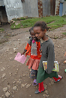 ethiopia, addis abeba, bambine si incamminano verso la scuola, Little girls to school
